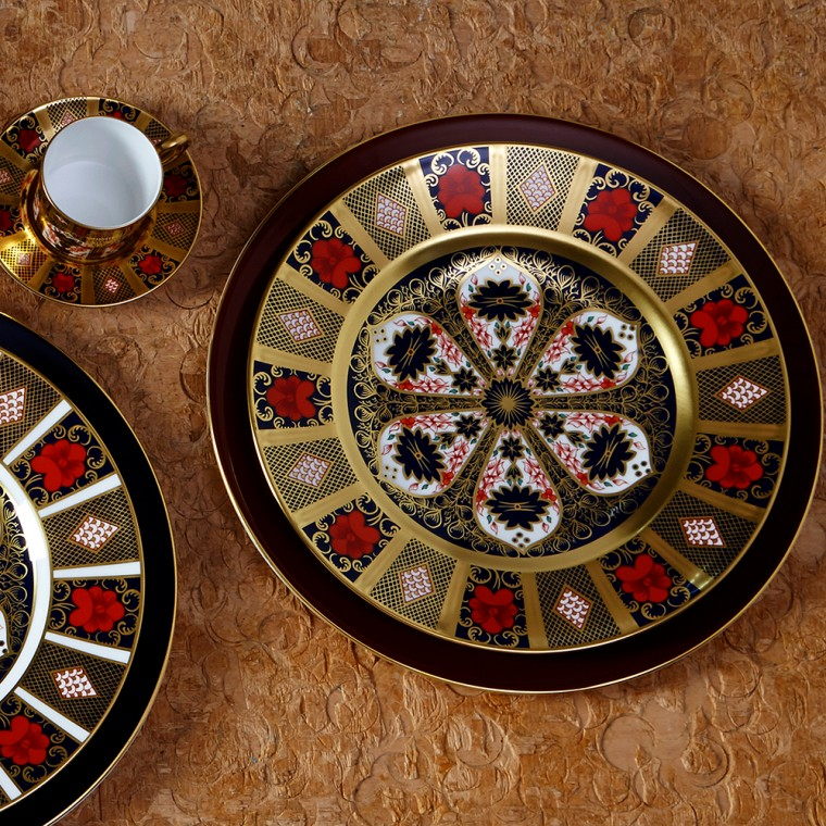 OLD IMARI SOLID GOLD BAND - PLATE (21.65cm )